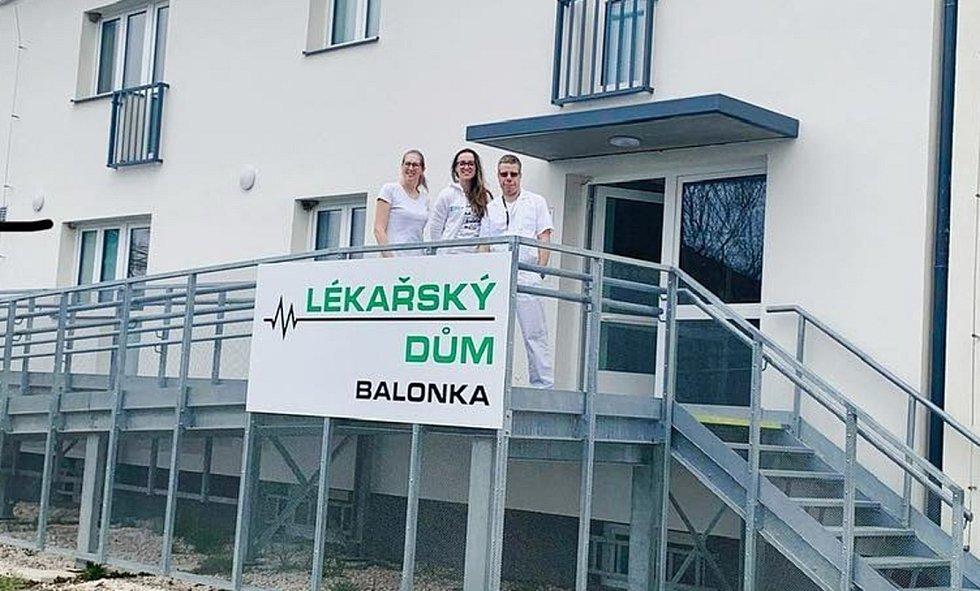 Lékařský dům Balonka v Dukelské ulici v Milovicích.