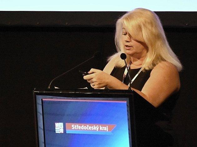 Odcházející ředitelka Krajského úřadu Středočeského kraje Kateřina Černá, která ohlásila rezignaci ke dni 15. listopadu. Vedením úřadu pověřila svého dosavadního zástupce pro oblast veřejné správy Jiřího Holuba.