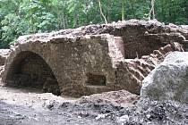 Při bourání jednoho z mostů mezi Brandýsem nad Labem a Starou Boleslaví byl nalezen zbytek mostního oblouku původního mostu ze 16. století.