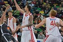 TAHOUN. Nymburský basketbalista Radoslav Rančík (číslo 13) dovedl svůj tým k senzačnímu vítězství na palubovce Bilbaa