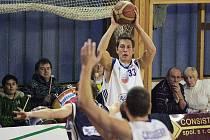 Z basketbalového utkání nejvyšší soutěže Poděbrady - Vyšehrad (82:83)