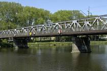 Železniční most přes Labe se bude zvedat.