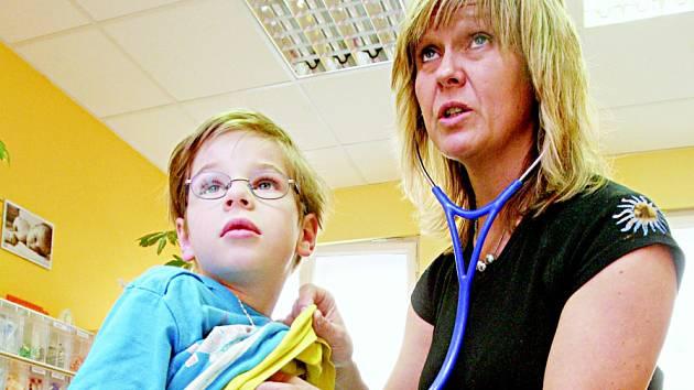 NEJVÍC SE PLNÍ v posledních dnech ordinace dětských lékařů. Ve 4. týdnu bylo nejvíc nemocných školních dětí.