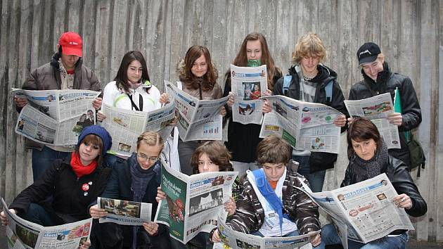 Mladí redaktoři v redakci Nymburského deníku