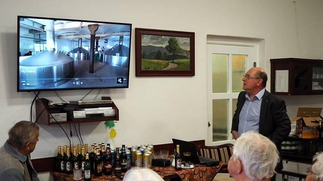 Se seniory diskutoval ředitel pivovaru Pavel Benák.