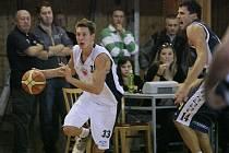 Z basketbalového utkání nejvyšší soutěže mužů Poděbrady - Prostějov (68:86)