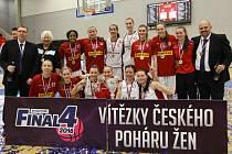 MAJÍ POHÁR. Basketbalistky Nymburka získaly triumf v Českém poháru. Ve finálové bitvě zdolaly Hradec Králové a mohly si na krk pověsit zlaté medaile