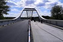 Oprava frekventované silnice, mostu a části obchvatu Lysé nad Labem je u konce.