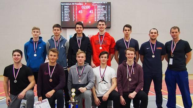 STŘÍBRO. Hráči nymburského gymnázia Bohumila Hrabala získali na republikovém šampionátu středních škol druhé místo.