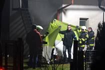Dům v Bobnicích a septik na dvoře, ve kterém má být zavražděná osoba