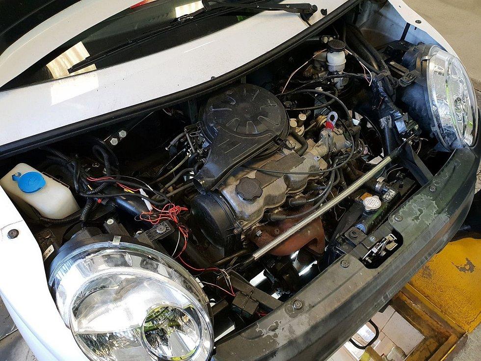 Tento vůz dokázal jet i stokilometrovou rychlostí. Byl do něj zabudován speciální motor.
