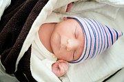 DOMINIK URBAN se narodil 31. prosince 2018 v 5.01 hodin s délkou 49 cm a váhou 3 490g. Chlapeček je již třetím přírůstkem do rodiny Lucie a Petra. Doma v Milovicích se na něho těšila sestřička Nikolka (7 let) a bratříček Petr (6 let).