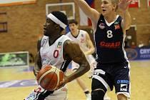 Z basketbalového utkání Nymburk - Ostrava