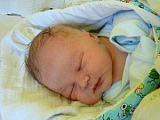 FILÍPEK CRHA se narodil 22. února 2018 ve 20.50 hodin s výškou 50 cm a váhou 3 690 g. Na prvorozeného chlapečka se už dopředu těšili rodiče Marie a Martin z Milovic.