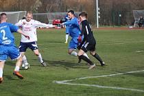 Z přípravného fotbalového utkání Velim - Poříčany (2:1)
