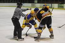 Ze zápasu druhé hokejové ligy Nymburk - Kutná Hora (9:1)