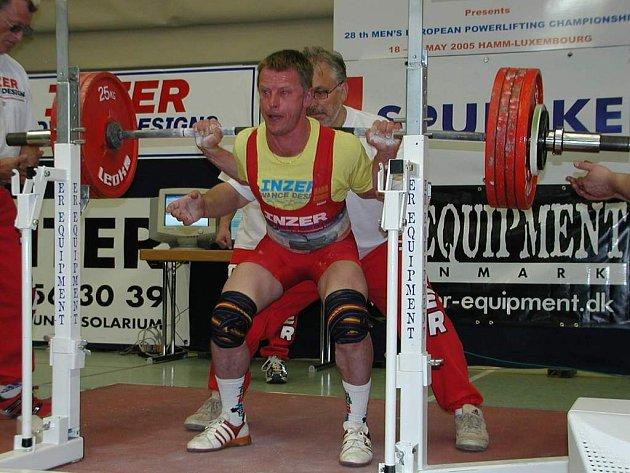 Zlatý Ruso. Nymburský silák Karel Ruso se stal mistrem Evropy v kategorii Masters.