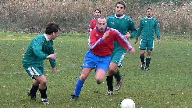 Fotbalisté rezervy nymburského Polabanu vyhráli i poslední zápas sezony, kdy porazili Pátek, a jsou podzimním lídrem