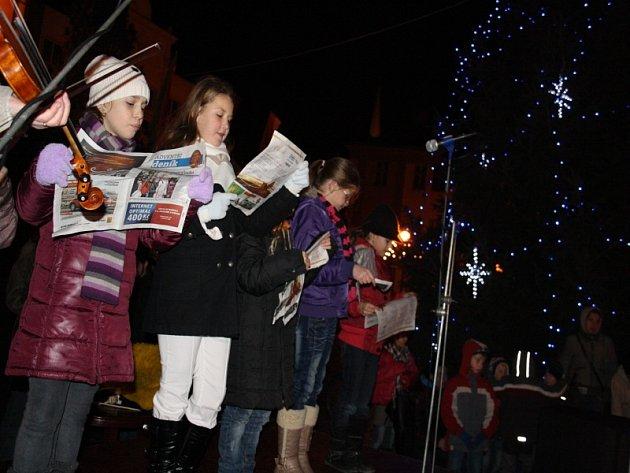 Česko zpívá koledy v loňském roce na náměstí Přemyslovců v Nymburce