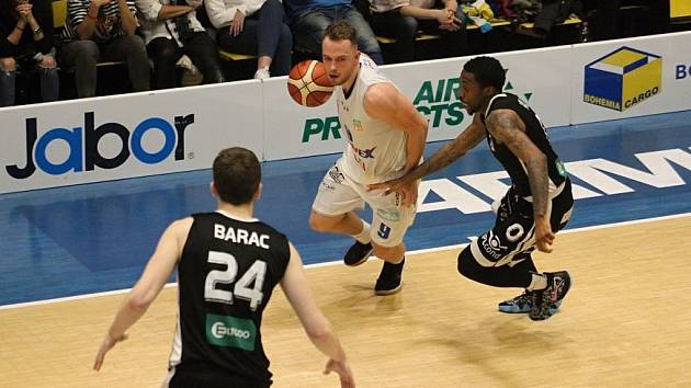 Ilustrační foto z basketbalové utkání mezi BK Armex Děčín a ČEZ Basketball Nymburk