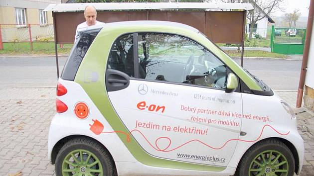 Kněžičtí mohou tento týden využívat zapůjčený elektromobil