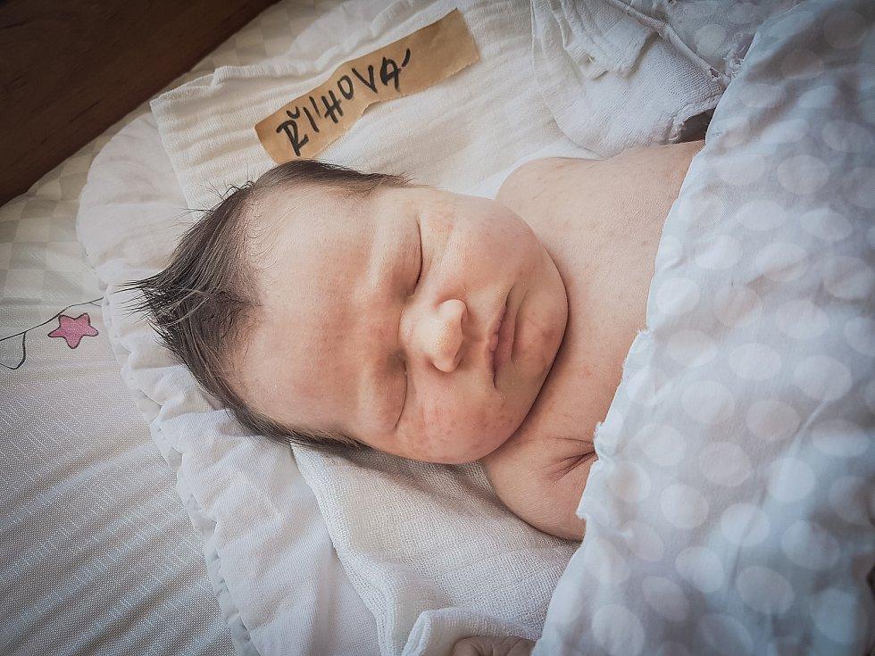 Žofie Říhová, Velký Osek. Narodila se 15. května 2020 v 21.13 hodin, vážila 3 950g a měřila 50 cm. Na svou prvorozenou dcerku se těšili rodiče  Karolína a Petr. (Porodnice Nymburk)