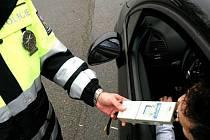 Policisté uplynulý víkend chytili řidiče, kteří nemají na silnici co dělat.