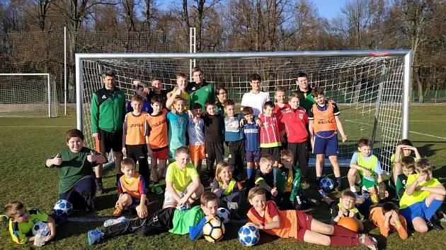 Jako Profíci. Fotbalová mládež semického klubu byla na soustředění v Nymburce. Mládežníci si zahráli na profesionály