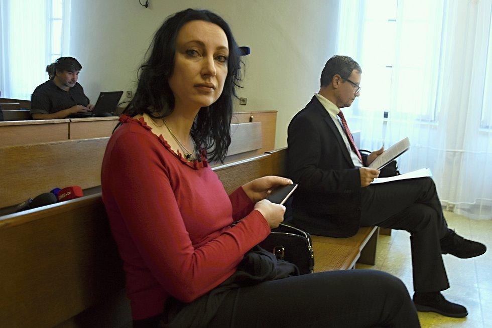 Osobně se k soudu dostavil pouze David Rath a spoluobžalovaná Lucia Novanská