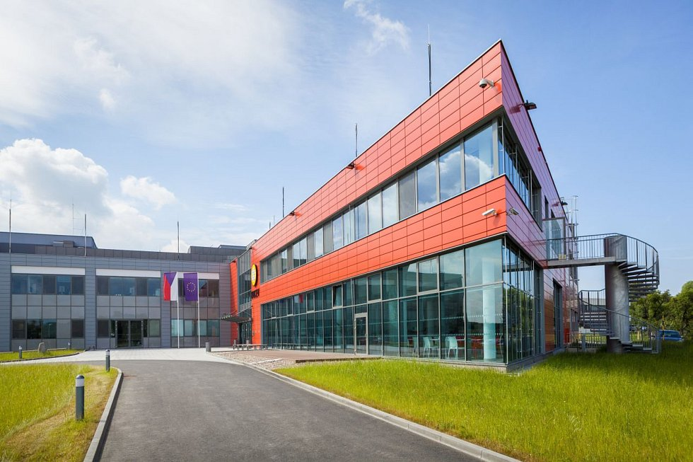 Strašák, který představuje onemocnění rakovinou, by se časem mohl stát o něco menším bubákem než dnes. Usilují o to vědecké týmy pracující v centru Biocev ve Vestci na Praze-západ.