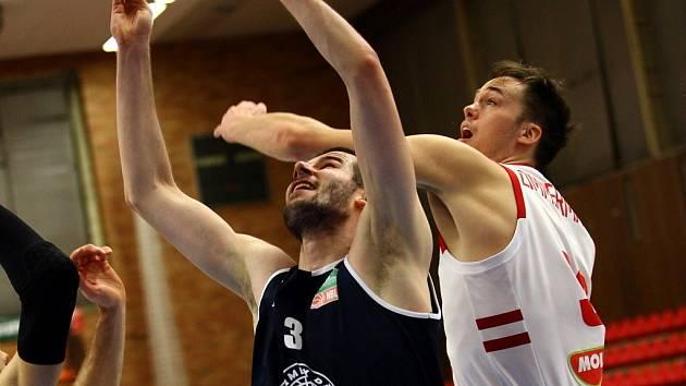 Z basketbalového utkání Kooperativa NBL Nymburk - Děčín