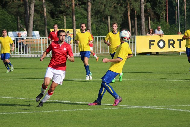 Z divizního fotbalového utkání Ostrá - Neratovice/Byškovice (1:3)