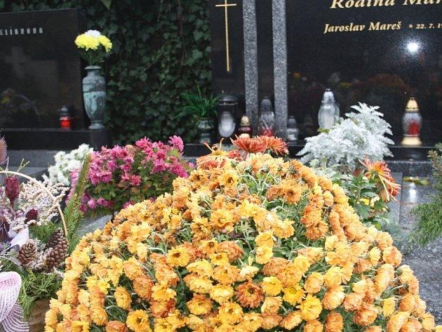 Dušičky na poděbradském hřbitově.
