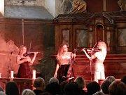 Koncert Inflagranti rozezněl kapli. Předcházela mu mše za Jana Zedricha.
