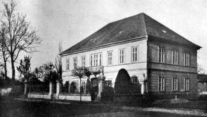 Nymburk si 200. připomněl výročí narození Boženy Němcové.