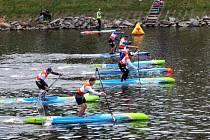 První paddleboardový festival na nymburském přístavišti si našel své diváky a příznivce.