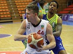 Z basketbalového utkání nejvyšší soutěže Nymburk - Ústí nad Labem (111:61)