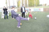 Pánská část rodiny Filipových se zúčastnila fotbalových hrátek na Rafce