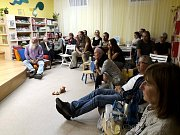 Večer na knihamol se konal v žižkovské pobočce poděbradské knihovny.