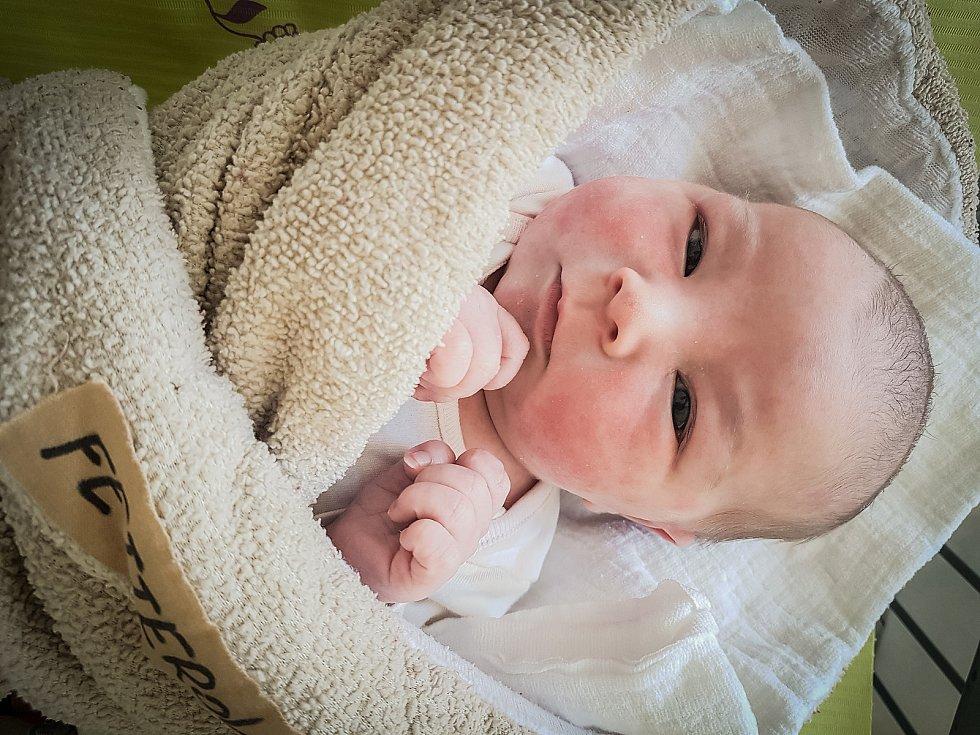 Kristýnka Fetterová, Přestavlky. Narodila se 17. května 2020 v 5.42 hodin, vážila 3 620g a měřila 49 cm. Z prvorozené holčičky se raduje maminka Monika a tatínek Jakub. (Porodnice Nymburk)