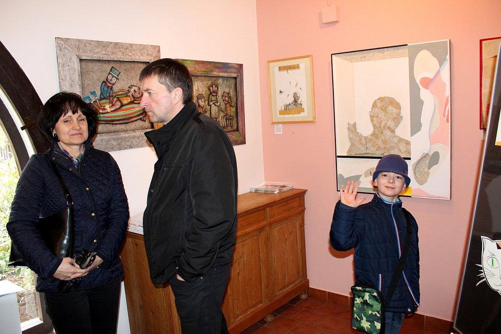 V Lesním ateliéru Kuba mají příchozí možnost poslouchat ukázky z Hrabalovy tvorby.