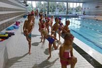 Mladí nymburští plavci trénují v bazénu Sportovního centra