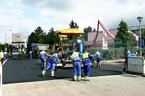 Dokončovací práce v ulici Za Nádražím