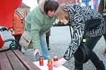 Na nymburském náměstí Přemyslovců se konala pietní akce za zavražděné novináře v Paříži. Zúčastnila se jí jen hrstka lidí.