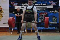Nymburský Martin Urban při svém pokusu v mrtvém tahu na mistrovství České republiky
