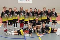 Mistryně republiky. Mladé basketbalistky ze Sadské se dočkaly vysněných zlatých medailí na republice