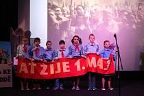 Páťáci z Kostomlat sehráli pásmo Cesta ke svobodě v lyském kině pro místní školáky.