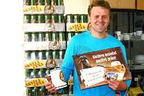 Bohuslav Plachý s cenou. Více než 740 pivy.