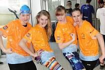MEGAÚSPĚCH. Nymburské plavkyně zleva Michaela Frebortová, Agáta Čechová, Anežka Nováková a Natálie Drahovzalová jsou bojovně naladěné. V Kladně se jim hodně dařilo