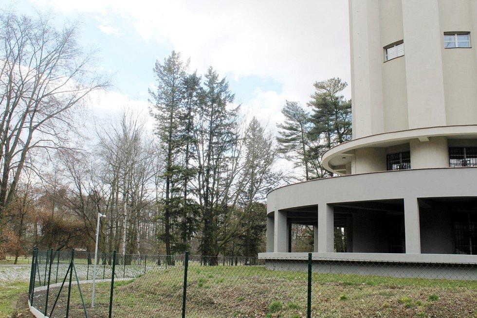 Neumannovy sady v Poděbradech - vodárenská věž.